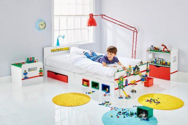barneseng med nattbord